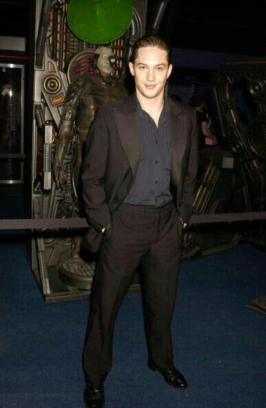 Looking good, Tommy... ❤❤❤ Tom Hardy 2002 Star Trek Nemesis event