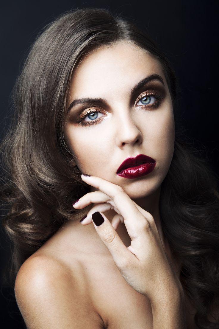 Holiday Makeup   Rue