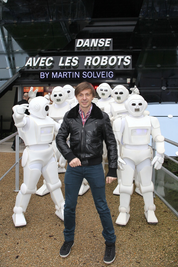 13 best images about danse avec les robots by martin solveig on pinterest martin o 39 malley. Black Bedroom Furniture Sets. Home Design Ideas