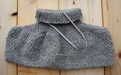 coprispalla di lana a grana di riso lavorato con i ferri circolari. Pezzo unico senza cuciture Knitting