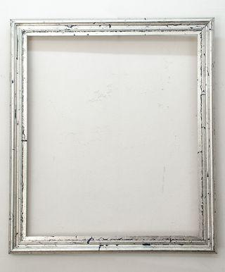 Marco Plateado a la Hoja Artesanal Medida Exterior: 71x81,5 cm. Medidas Interior: 70x60 cm. Varilla: 6cm. plateado a la hoja artesanal.