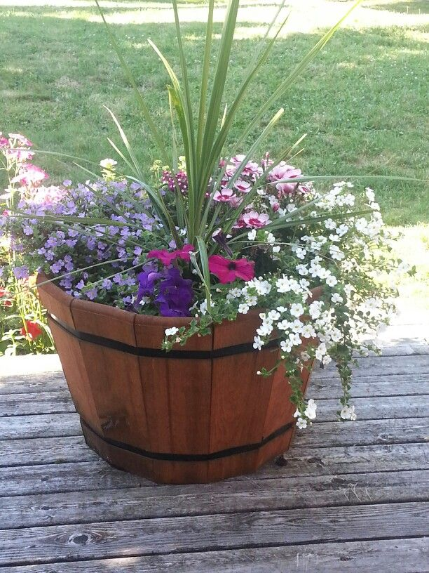 1000 ideas about whiskey barrel planter on pinterest for Garden planter ideas