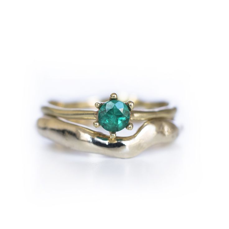 Green Emerald Solitaire ring with organic band / yellow gold / Organic wedding band to mach the ring