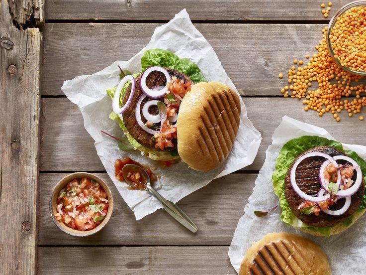 Veggie burger  #veggieburger #vegetarburger #meatfree #foodie #vegetarian #vegetarianer #foodstyling #foodphotography @elisabeth.hilde
