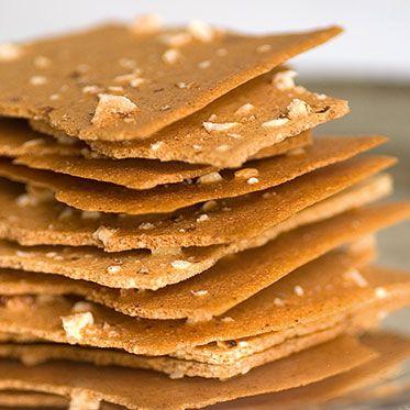 Knusperzarte Haselnussblätter: 100 g Haselnusskerne, 50 g Zucker, 1/4 TL feines Meersalz, 20 g Mehl, 3 Eiweiß (Größe L) | 3 Eigelbe bleiben übrig