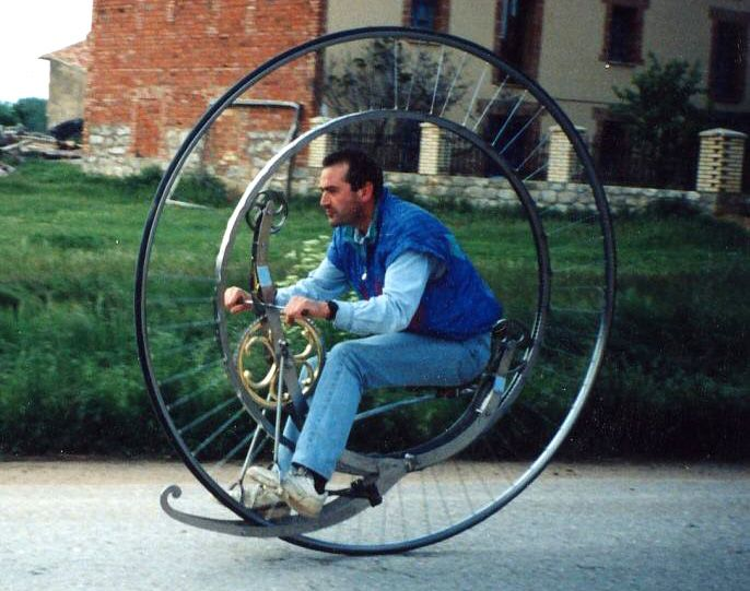 1873 Monocycle Replica Is a Mechanical and Engineering Marvel - http://gizmodo.com