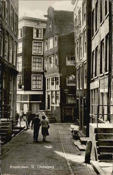 1940's. View on the Sint Olofssteeg in Amsterdam seen from the Zeedijk. Photo E. Navrâtil. #amsterdam #1940 #SintOlofssteeg