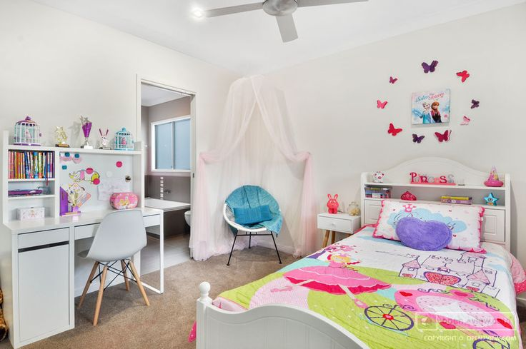 Colourful accessories make this room fit for a little princess! http://o2v.co/2YI0