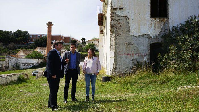 Medina y Barrionuevo mantienen una reunión para abordar la situación de abandono del ingenio de San Rafael, clave para entender el desarrollo industrial de la Axarquía, y plantear su recuperación.   #azucar #fabrica #gobierno #pp #torrox #tramites