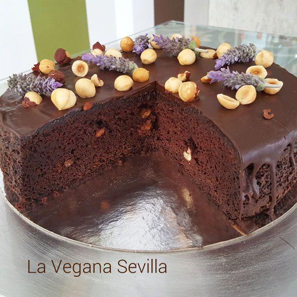 Pastel de chocolate y avellanas sin gluten ni lactosa, receta prestada de @laveganareposteria