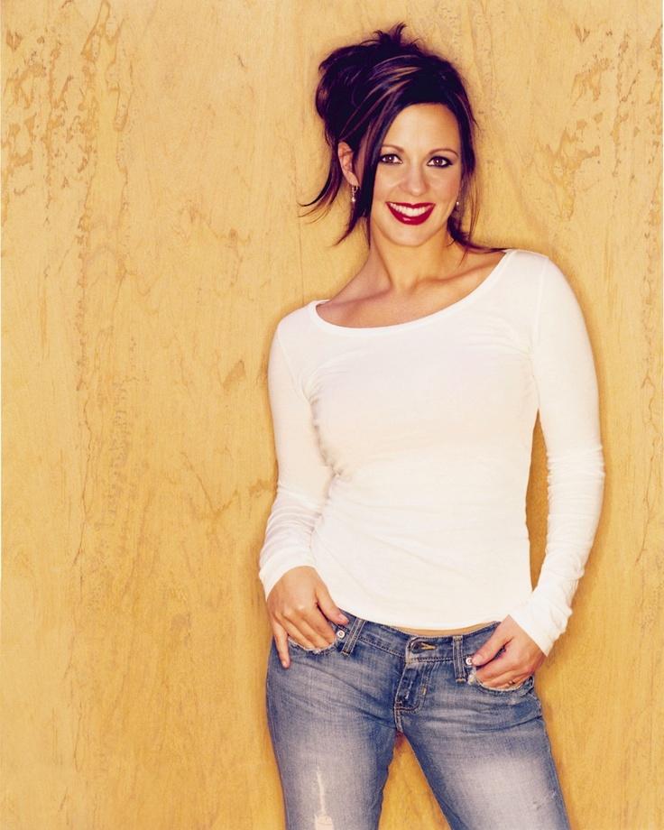 simple outfit, Sara Evans