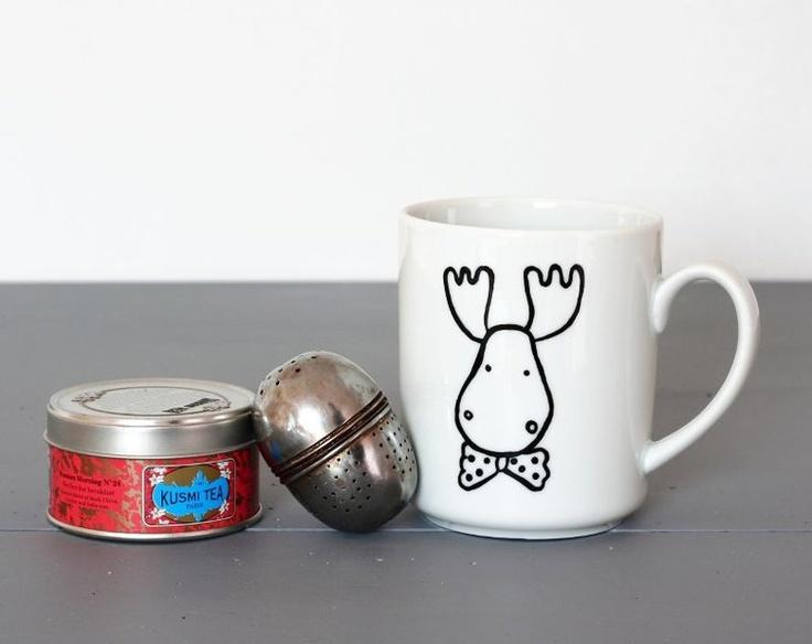 Tasse Cerf avec un noeud-papillon - Mug porcelaine 30cl peint à la main - Cadeau pour la cuisine - Mug Renne réalisé sur commande  Bonjour très chèr(e