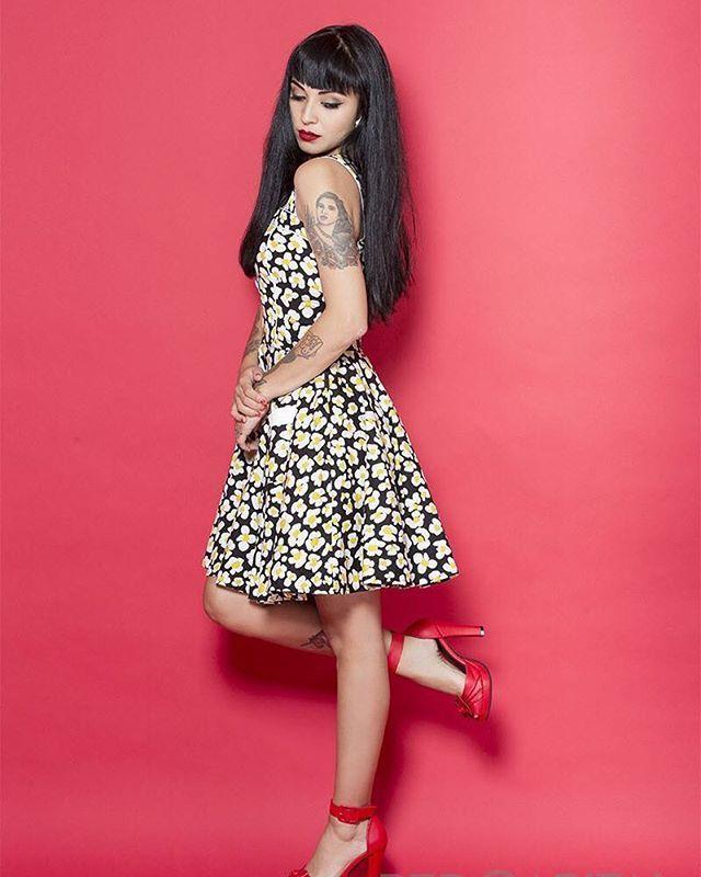 WEBSTA @ cherrylook_ - Luce sensacional con un look único como @monlaferte se linda y usa lo mejor usa #cherrylook #monlaferteoficial #monlaferte