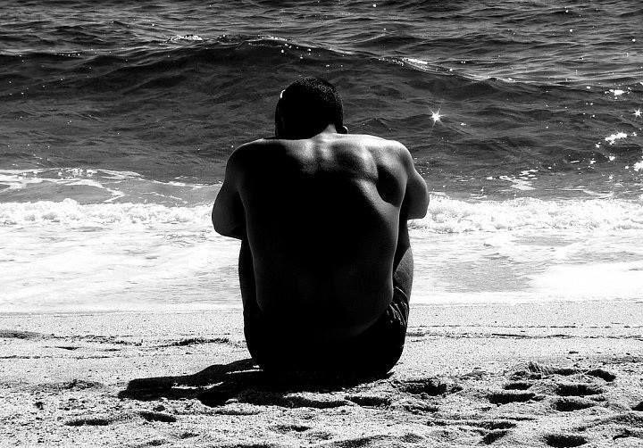 L'amore credo sia come quel sentimento che riesce ad uscire indenne dal tempo che passa, che riesce a durare, che vince la stanchezza, la noia, i dolori, le rotture di scatole. Ma bisogna attendere tanto prima di riconoscerlo. Si può dire solo a posteriori se uno ha davvero amato, perché mentre si ama non lo si capisce.