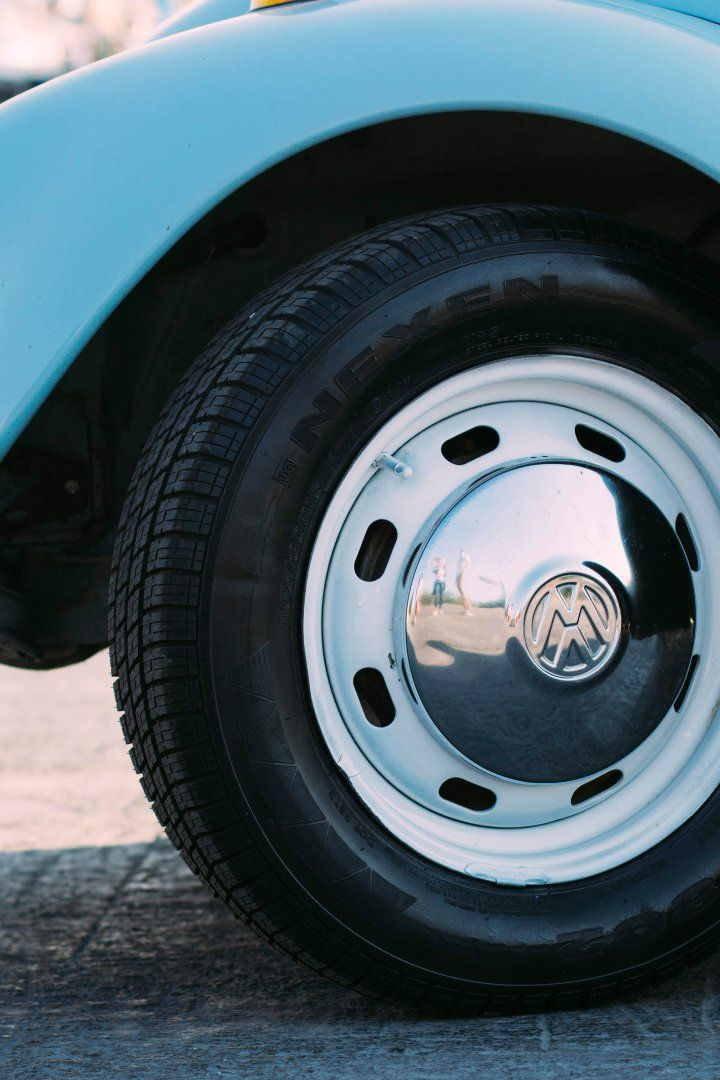 Make Your Tires and Hubcaps Look Brand New Car cleaning