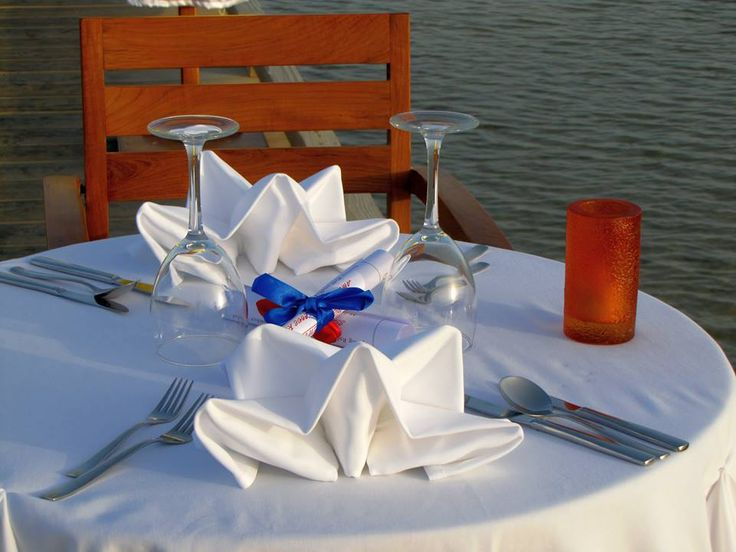 Dinners by the sea, under the starry sky...