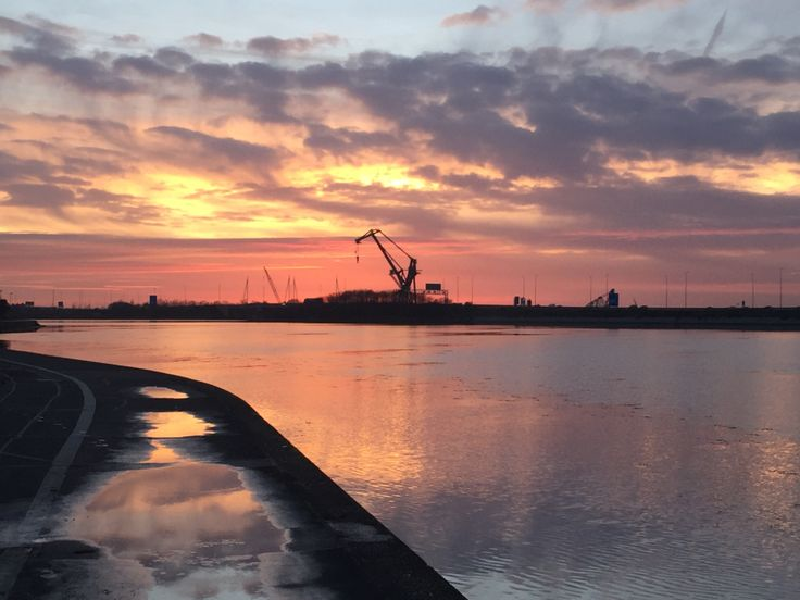 This is the Beautiful view along the Hilsea Lines, most places in Portsmouth are do built up and crammed with Terraced Houses and now Flats, it's hard to find an unspoilt view. Somehow I think the ...