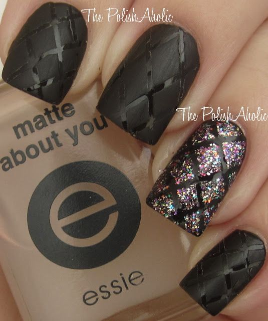 Matte and Gloss Quilted Mani with Glitter Quilted Accent Nail