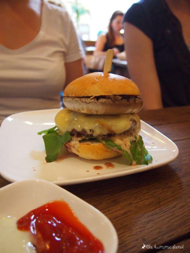 Der Porto Bello Burger mit Riesen-Champignon. Die Fette Kuh. Köln.