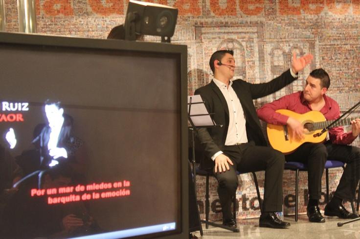 """Iñigo Ruiz Cantaor.  Concierto en la Gota de Leche 2012. """"Jóvenes en conserva"""" con Los Lunares y Pepe de Olga."""