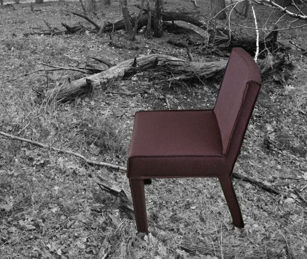 De stoel Saar van Piet Boon met een wollen vilt en de naden binnenstebuiten