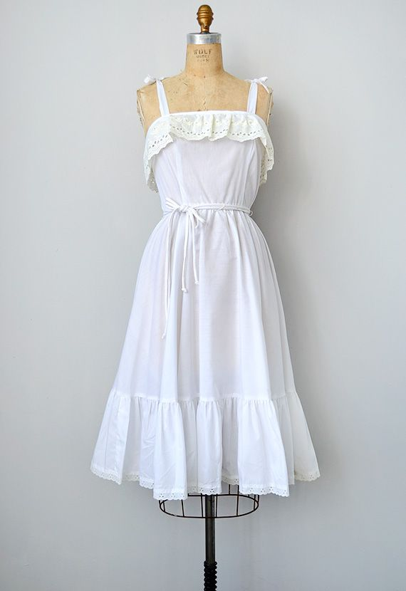 vintage 1970s white lace ruffle boho sundress  ... all these vintage dresses I find seem to be S or XS... wonder how hard it would be to make one of my own>?