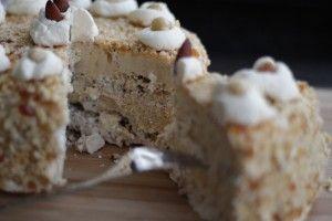 De allerlekkerste mokka schuimtaart! Check de website voor handige tips en de link naar het recept.