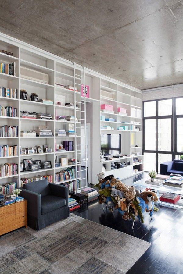 (FGMF) het hoge plafond plus de boekenkast vind ik erg mooi.