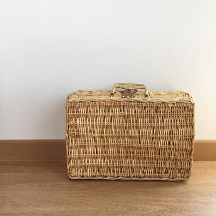 [24] Die Picknicktasche ist sehr groß. Innen ist der Stoff
