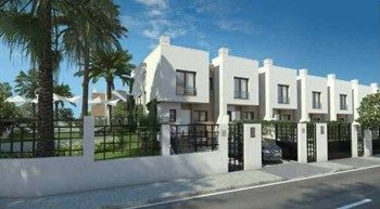#Vivienda #Malaga Chalet Adosado en venta en #AlhaurinDeLaTorre zona Alhaurín de la Torre #FelizLunes - Chalet Adosado en venta por 200.000€ , 3 habitaciones, 157 m², 2 baños, con piscina, con terraza, calefacción no