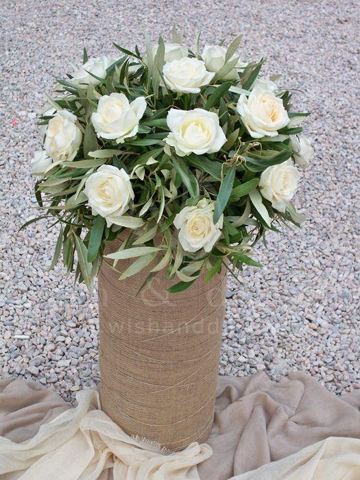 #γαμος στολισμός γυάλα ντυμένη με λινάτσα & ελια με τριαντάφυλλο