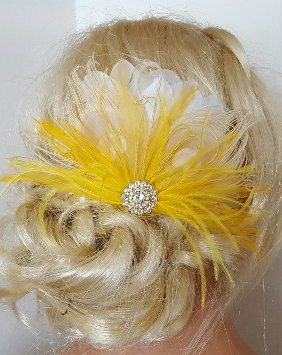 Yellow Hair Fascinator accessoires de plume. par kathyjohnson3
