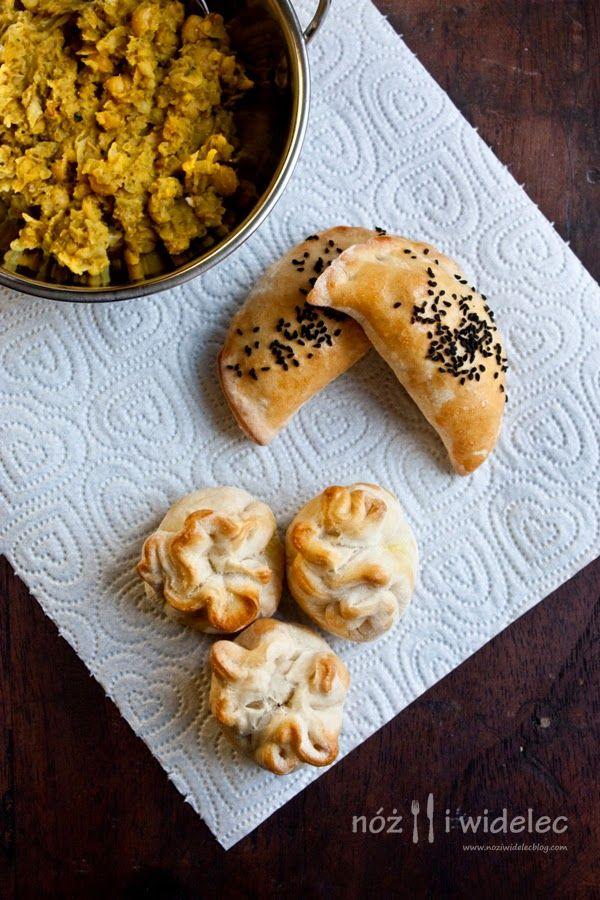 Drożdżowe sakiewki lub pierożki z cieciorką i curry  #gryz #MagazynGRYZ