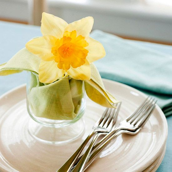 Create this charming Easter Daffodil Place Setting for this year's celebration.