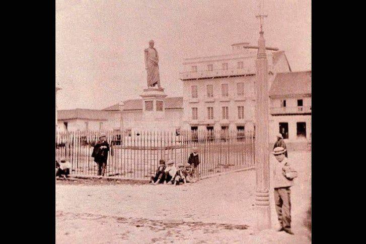 Plaza de Bolivar 1880. Según diario El Espectador. No estoy 100% seguro