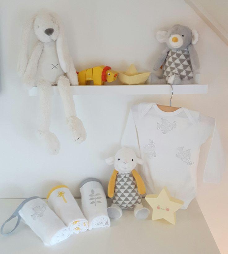 Mooie zachte kleuren, geel en grijs staan erg goed bij elkaar. Al deze leuke producten vindt je in de webwinkel.