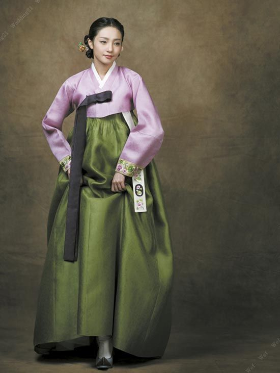 Hanbok, Korean Traditional Dress, such wonderful shades of green and pink - complex, subtle, sophisticated tones.