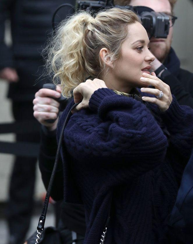 La Ponytail Haute De Marion Cotillard Pour Le Defile Chanel