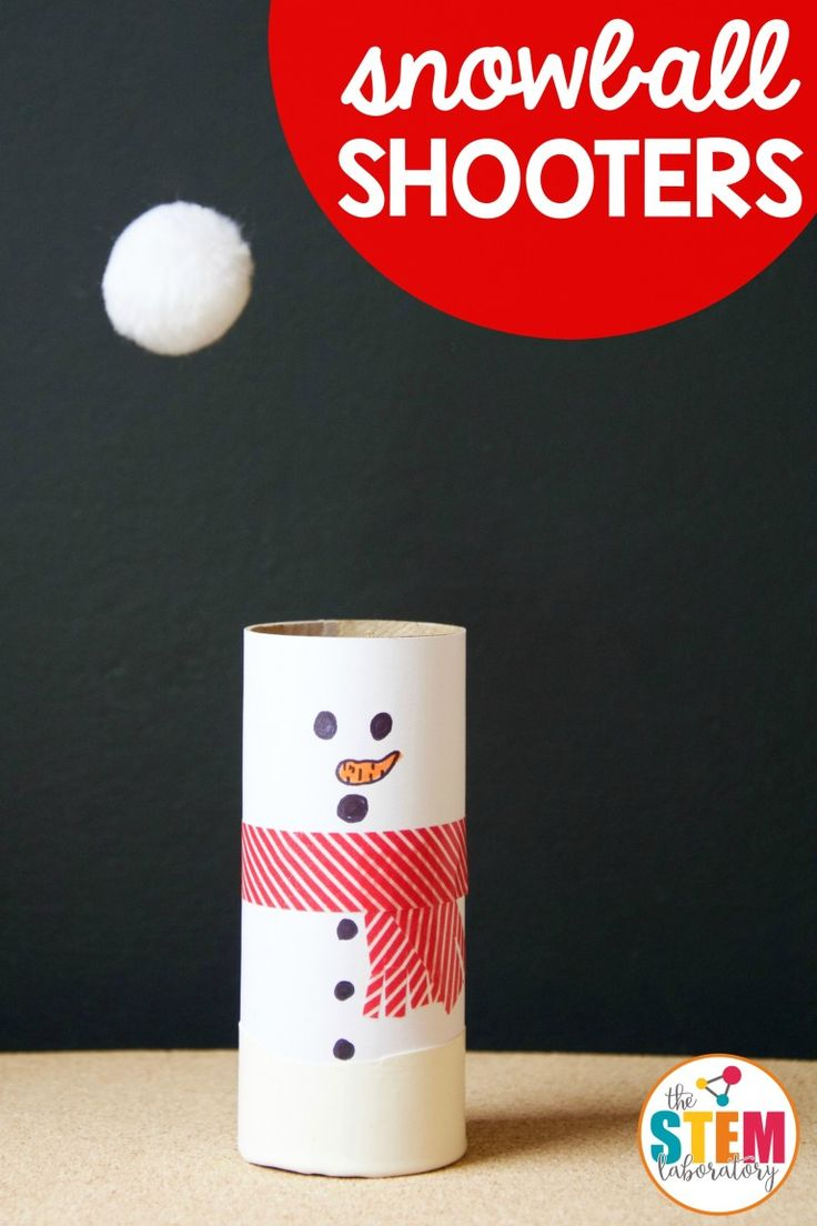 Giocare a canestro con i pupazzi di neve - Awesome winter STEM project for kids! Make pom pom snowball shooters. Cool science idea!