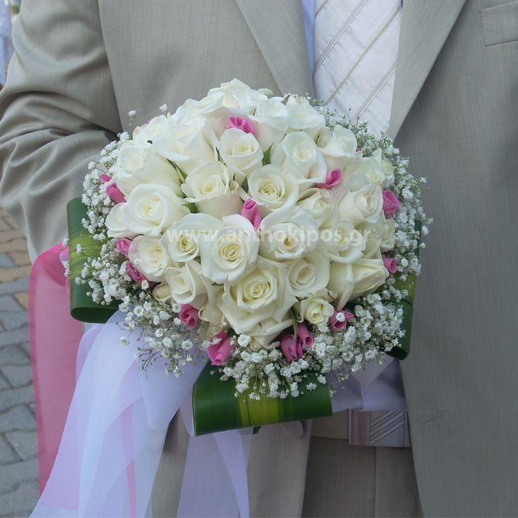 Νυφική Ανθοδέσμη Γάμου , Νυφικό μπουκέτο με ολόφρεσκα λουλούδια ιδανικό για να συμπληρώσει μια ξεχωριστή νύφη. Το πιο σημαντικό μπουκέτο της ζωής σας επιλεγμένο να συμπληρώσει ιδανικά το στυλ του γάμου που έχετε επιλέξει,από μοντέρνο σε κλασσικό ή ρομαντικό. Το πιο όμορφο στολίδι στα χέρια σας. Just classic η νυφική ανθοδέσμη που όλες σχεδόν οι νύφες ονειρεύονται αφού πρόκειται για μπουκέτο που ταιριάζει σε όλες σας. Η επιλογή των χρωμάτων είναι δική σας και φυσικά σε συνδιασμό με τον…