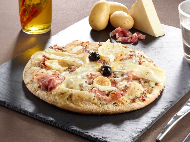 Découvrez la recette de la pizza tartiflette