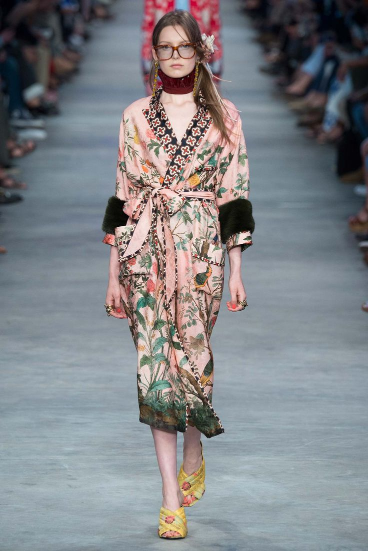Am gagging over this beautiful chinoiserie robe! Gucci Spring 2016 Menswear - Collection - Gallery - Style.com: