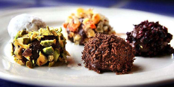 Sjokoladetrøfler med ulike dryss