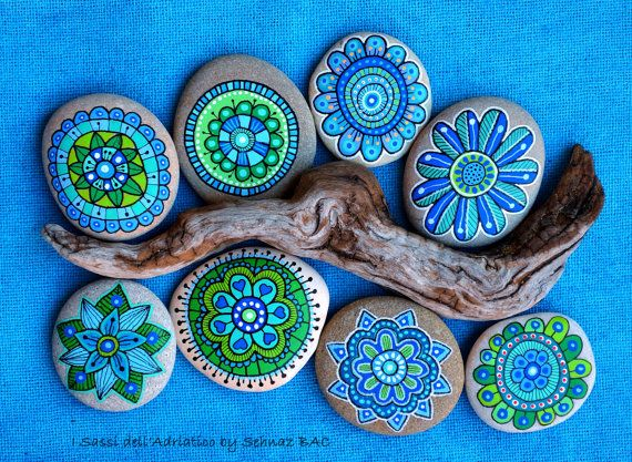 Hand Painted Stone Flowers / Set of 8 by ISassiDellAdriatico