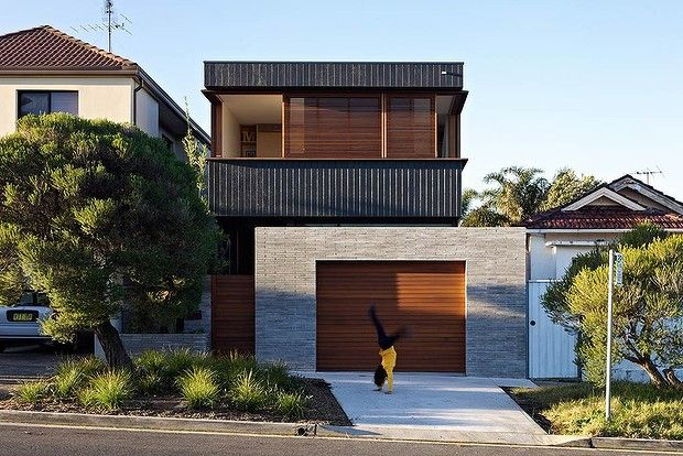 25 best ideas about narrow house plans on pinterest for Narrow lot home designs sydney