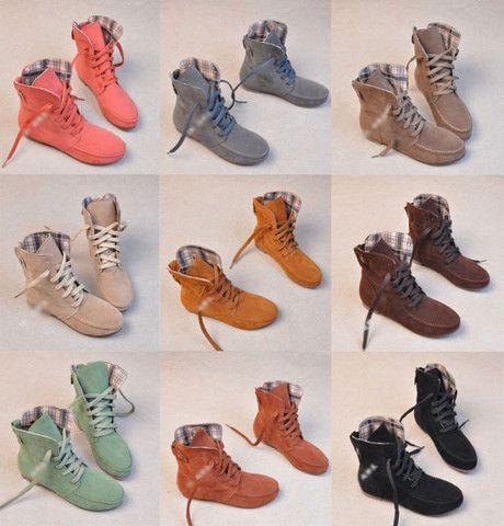 $27.00   England round fringed flat boots