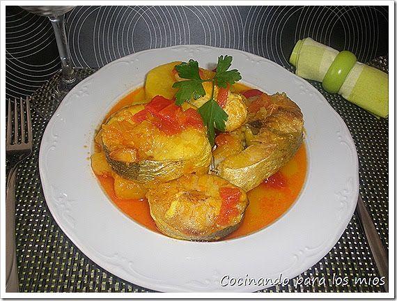 Hoy  os dejo un plato típico de la cocina gallega, la caldeirada, ya sea de raya, de marisco, o como esta de pescado. El secreto, por así ...