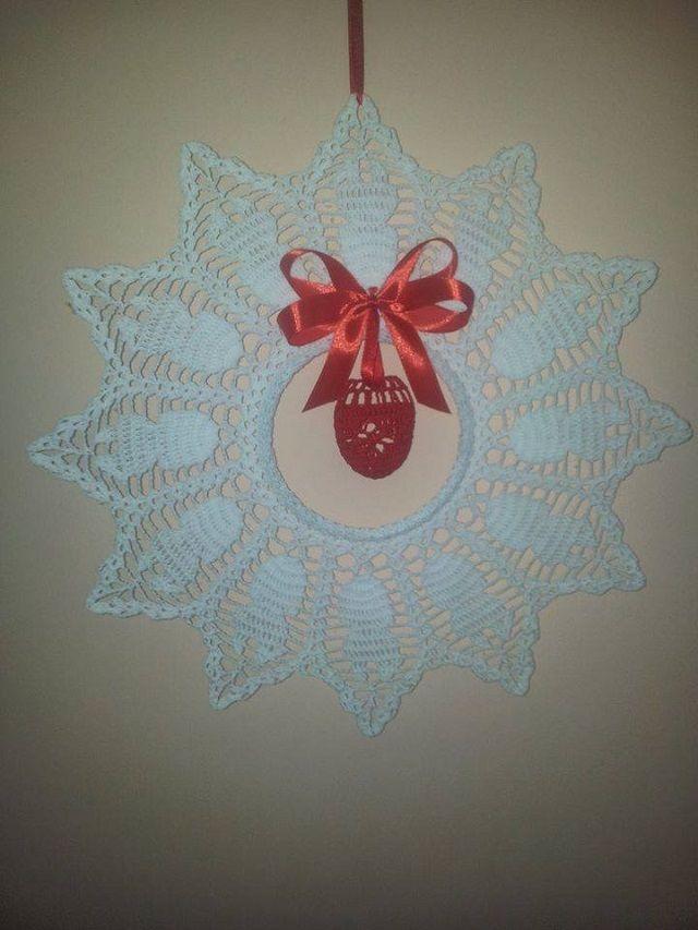 Készülődés húsvétra Leírás: Közben megkaptuk a leírást is:köszönjük szépen  Elsőre egy ilyen csíkot kapunk a karácsonyi és húsvéti dísznél. A 3 lsz íveknél kezdjük a mintát. Kezdés, befejezést összehorgoljuk, majd hamis...