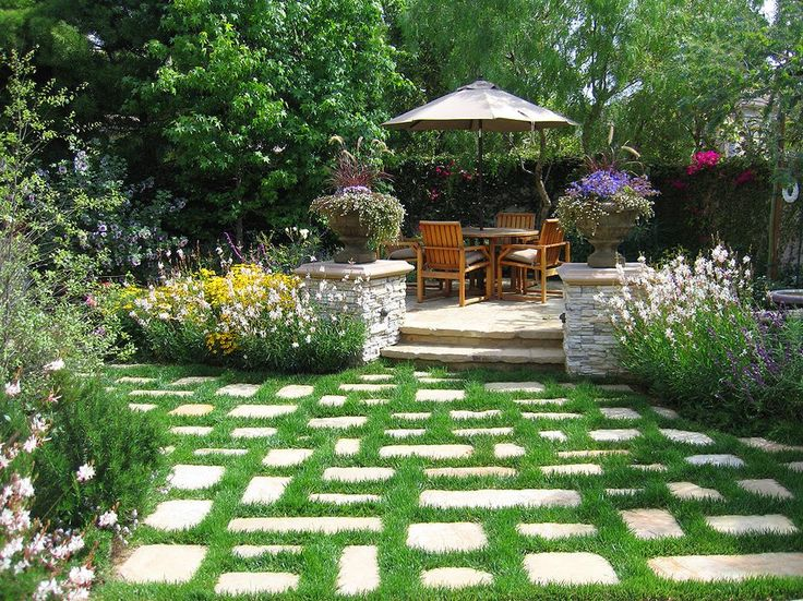 raised paver patio landscape traditional with step-up outdoor umbrellas