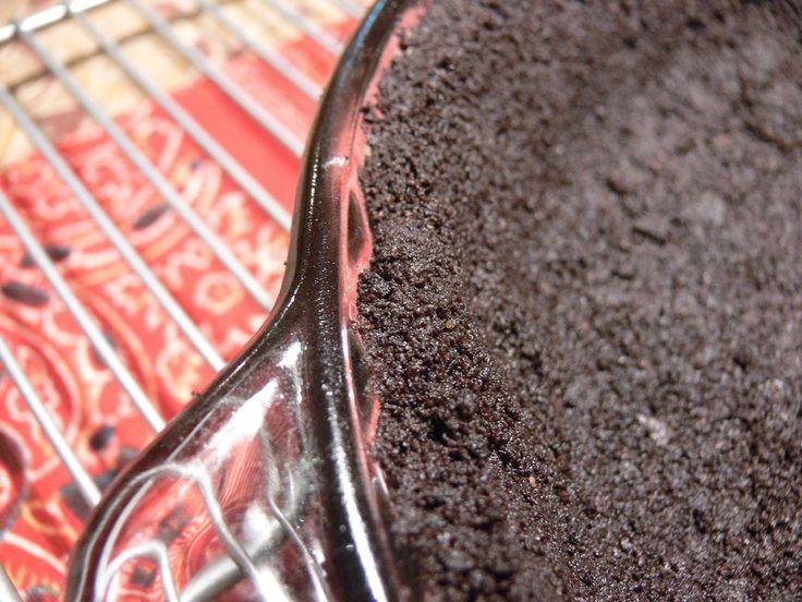 Ciocolată de casă cu carob: unt, miere, lapte parf pudră, migdale, nuci, stafide, curmale, carob, pudră de roșcove